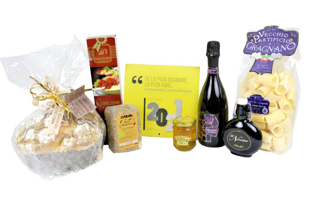 Pacco regalo natalizio con otto prodotti tradizionali